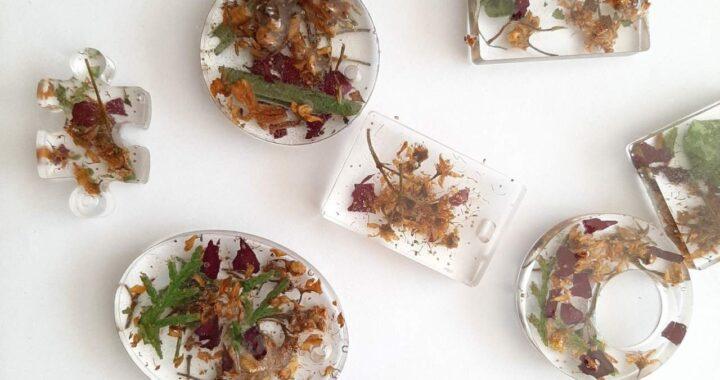 Gargantillas de gemas y flores hechas a mano hechas por BY EME