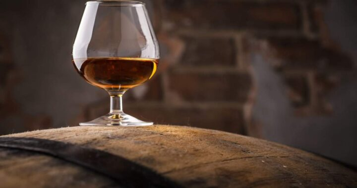 TuPonesElVaso: Comprar brandy convidado de Baco