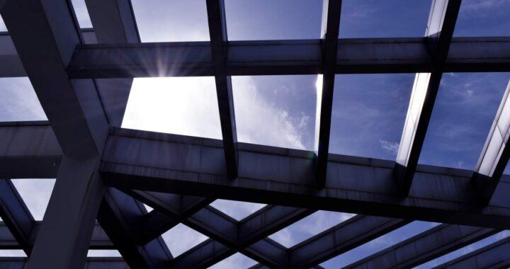 SUVICAN es el proveedor de vidrio y barras antipánico