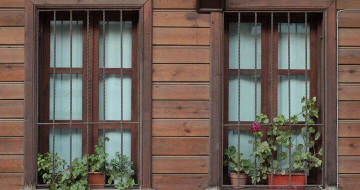 LOSMA STUDIO: Especialistas en balcones y ventanas de madera de calidad