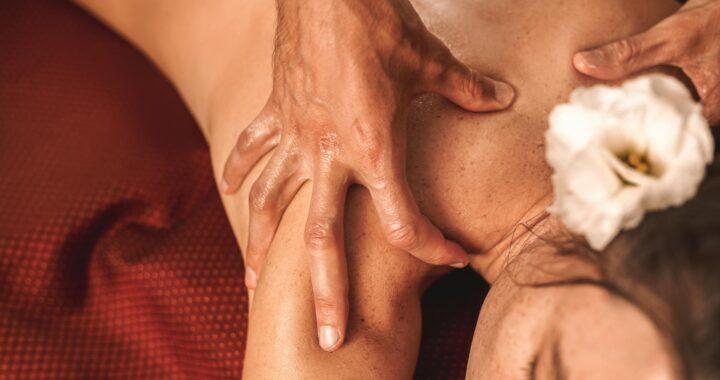 Masaje Abhyanga en Centro de Estética y Belleza Kainis Rituals, uno de los tratamientos más solicitados del momento