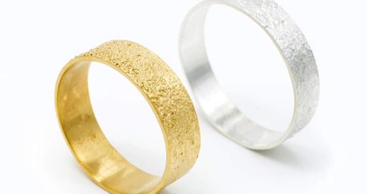 Las alianzas de boda artesanales de Juia Jewels