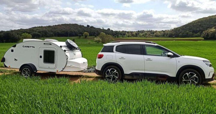 Minicaravanas.com vende caravanas pequeñas con baño y equipamiento para dos personas